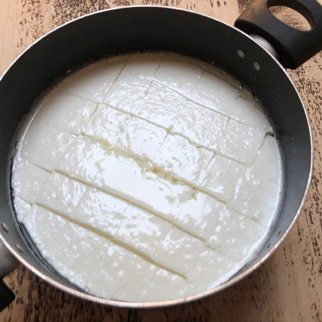 Cheesemaking-Jen-Cutting-the-Curd-low-resvApnZmHIEzhck