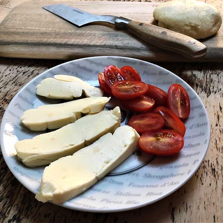 Cheesmaking-Jen-Mozzarella-Sliced-low-res