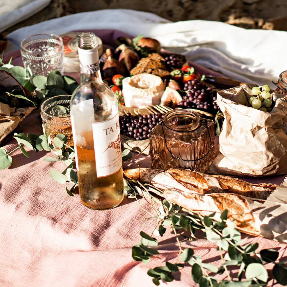 Summer-picnic-cheese-low-res83QiBziMN3M3H